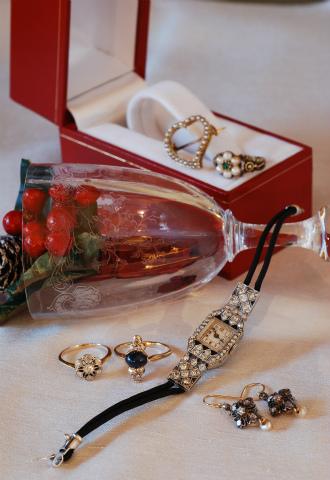 http://goodwill-antiques.jp/wp-content/uploads/2015/11/2015XmasDM_元画像.jpg